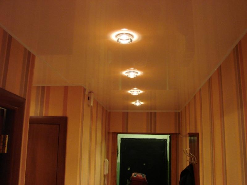 фото натяжные потолки в прихожей